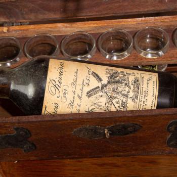 TROIS RIVIERES - Millésime 1964 - Rhum Vintage - 45° - 70cl et son coffret en bois et ses 6 verres