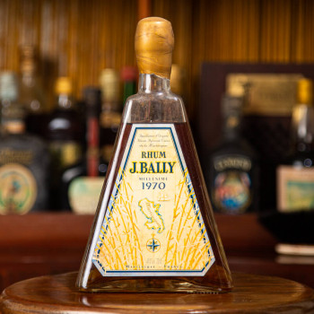 BALLY - Millésime 1970 - Rhum Vintage - bouteille pyramide - 45° - 70cl